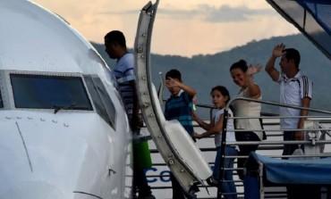 Ecuador confirma deportación de 29 cubanos que pedían visados a México