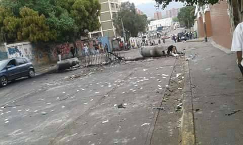 Con todo tipo de objetos hicieron barricadas/Foto: Analítica.com