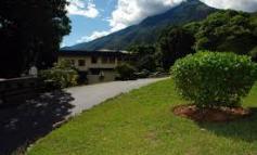 Roban equipos de la Universidad Monteávila en Caracas